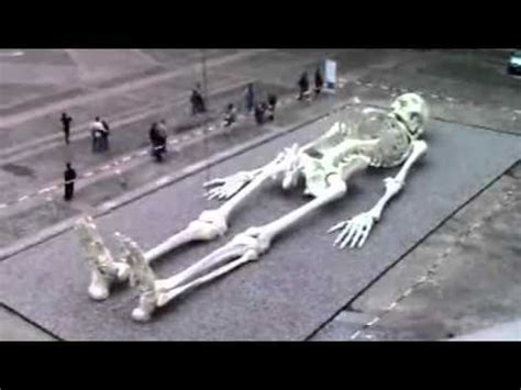 Giant Humans Of The Past - Real Skeleton Of A Giant - YouTube