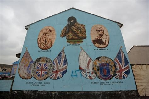 The Troubles of Belfast through Black Cabs, Murals and