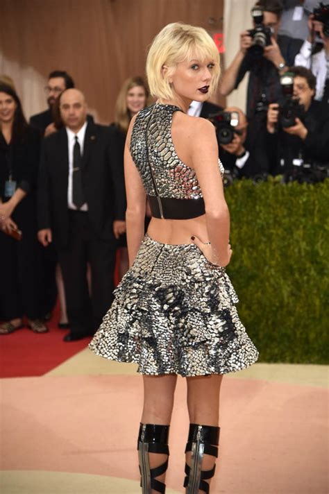 Taylor Swift dances with Tom Hiddleston at the 2016 MET