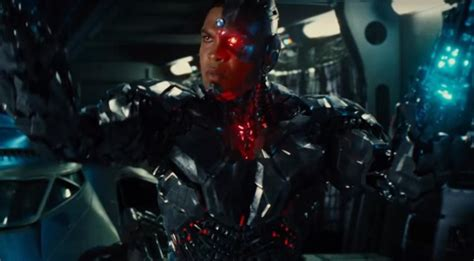 """Zack Snyder: Cyborg Story """"The Heart"""" of Justice League"""