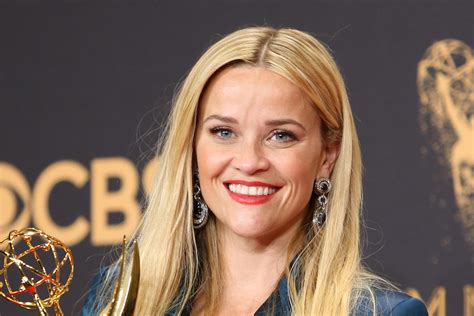 Reese Witherspoon Laughs off 'Vanity Fair' Photoshop Fail