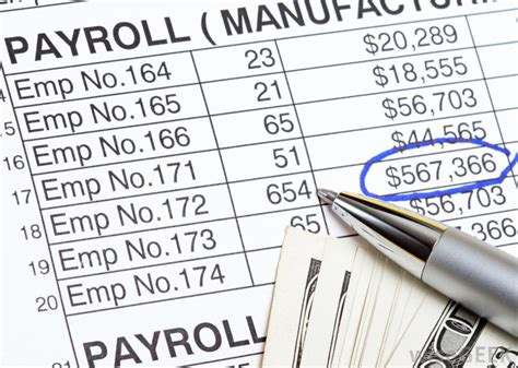 How Do I Create a Payroll Number? (with pictures)